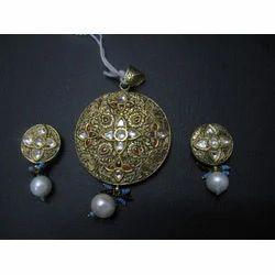 Gold Jadau Pendant Set