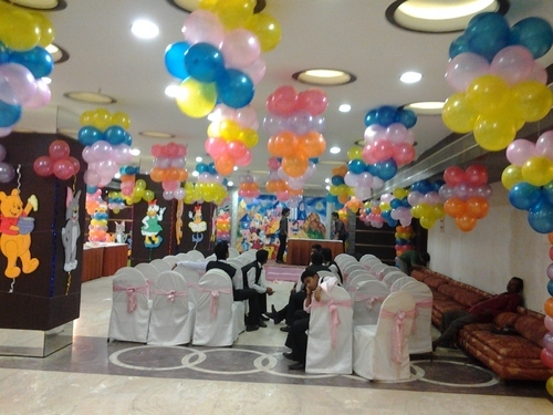 Banquet halls for birthday parties services in maniktala for 1st birthday hall decoration
