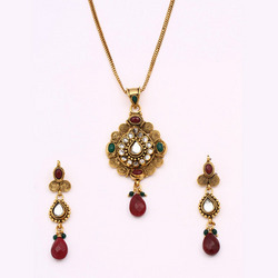 Antique Pendant Sets With Multiple Stone