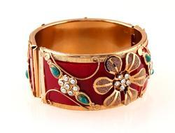 Pretty Wedding Wear Bangle