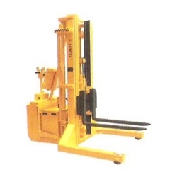 Straddle Type Triple Mast Battery Stacker