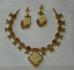 Real Stone Necklace With Earings(Green)