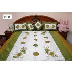 White+and+Green+Bedsheet
