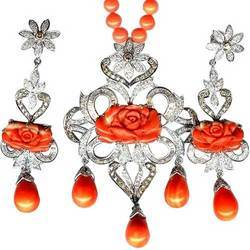 Diamonds and Corals Pendant Set