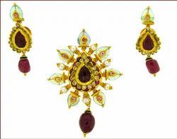 Kundan Pendant & Earrings With Ruby Beads