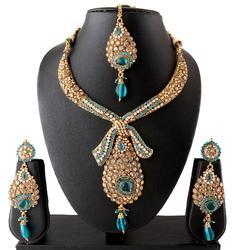 Dazzling Necklace Set