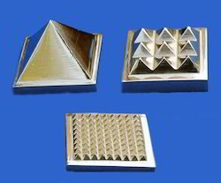 Brass Vastu Pyramid solid 1x9x81 (set of 3)