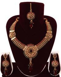 Eye Catching Polki Necklace Set