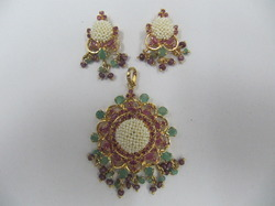 Ruby and Emerald L & P Set With Pearl