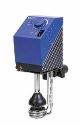 Погружной термостат способен поддерживать температуру жидкостей до 100...