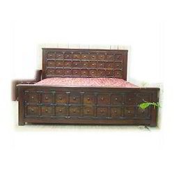 Bed in Old Style with Iron Work