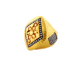 Hammered Gold ring with pave diamond