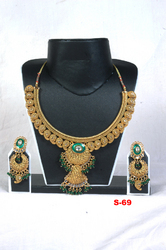 Heavy Kundan Necklaces