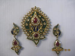 Kundan Peacock Gold Pendant Set