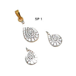 Gold Pendal Set