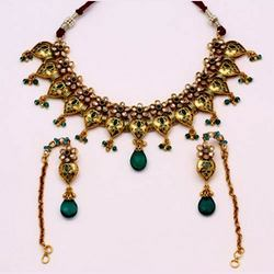 Antique Necklace Sets With Emerald