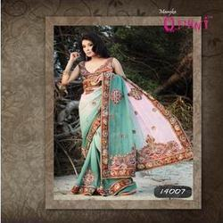 Chic Paisley Motifs Border Saree
