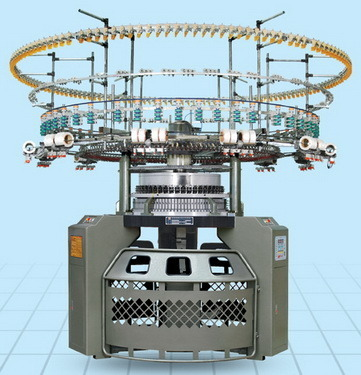 Computerized Knitting Machine With Auto-Stripper
