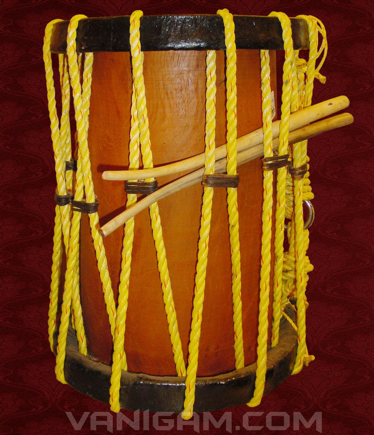 Traditional Cylindrical Percussion Keli Chenda पर कशन