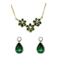 Emerald and Diamond Straight Pattern Gold Earring Design
