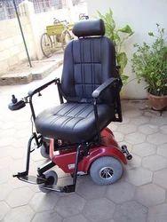 Swiveling Seat Motorized Deluxe Wheelchair