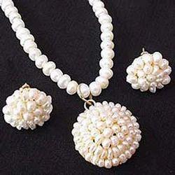 0d9a70f4e Pearl Necklaces