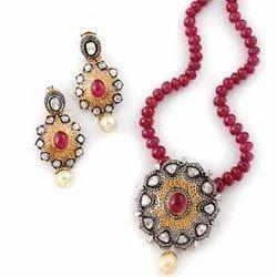 Victorian Pendant Set at Best Price in India