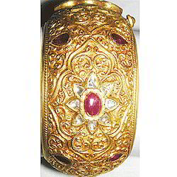 SGA 22 kt Gold Mughal Bangle