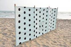 Four Poles Windbreak With Matching Carry Bag