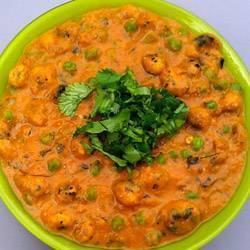 Creamy Phool Makhana Curry (Lotus Seed Curry)