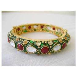 Multicolor Round Kundan Designer Bangles, Packaging Type: Box